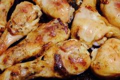 Schnellimbiß des Huhns Gegrilltes Huhn auf einem Backblech im backg Stockfotos