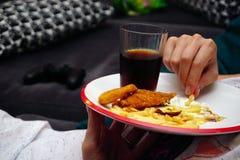 Schnellimbiß ungesunden Essens im Teller stockfotografie