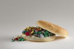 Schnellimbissbrot und -stifte: kümmern Sie sich um Ihrer Gesundheit, wählen Sie langsames Lebensmittel Stockfotografie