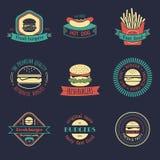 Schnellimbisslogos der Vektorweinlese eingestellt Burger, Hotdoge, schiebt Illustrationen ein Snackbar, Straßenrestaurantikonen Stockfotografie