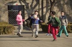 Schnellporträt des Fußballs Kinder spielend Stockfotos