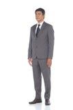 Schnellzahl in voller Länge, Geschäftsmann-Stand in Gray Suit keucht a Lizenzfreies Stockfoto