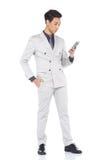 Schnellzahl in voller Länge, Geschäftsmann-Stand in Gray Suit keucht a Stockfoto