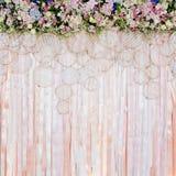 Schöner Blumenhintergrund für Heiratsszene Stockfotos