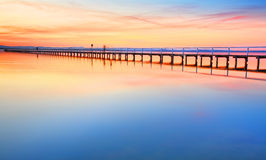Schöner erstaunlicher Sonnenuntergang an der langen Anlegestelle Australien Lizenzfreie Stockbilder