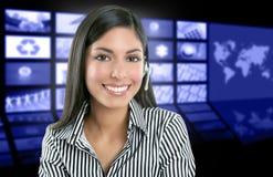 Schöner indischer Frauen-Fernsehnachrichtenvorführer Lizenzfreies Stockbild