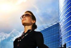 Schöner junger Brunette Lizenzfreies Stockfoto