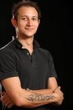 Schöner junger Mann im Studio Stockfotos