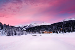 Schöner Sonnenaufgang bei Ski Resort von Madonna di Campiglio Lizenzfreie Stockbilder