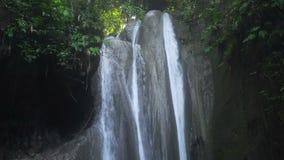 Schöner tropischer Wasserfall Insel Philippinen Cebu stock video footage