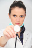 Schöner weiblicher Doktor mit Stethoskop Lizenzfreies Stockfoto