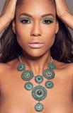 Schönes afrikanisches Mode-Modell Stockbilder