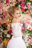 Schönes Art- und Weisebaumuster Sinnliche Braut Frau mit Hochzeitskleid Lizenzfreie Stockbilder
