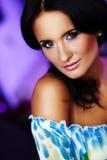 Schönes Gesicht auf blured Hintergrund Stockfoto