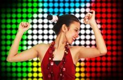 Schönes junge Frauen-Tanzen an einem Klumpen Stockbilder