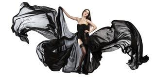 Schönes junges Mädchen, wenn schwarzes Kleid geflogen wird Flüssiges Gewebe Lizenzfreie Stockbilder