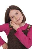Schönes kleines Mädchen, das an einem Handy spricht Stockbild