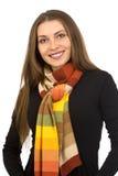 Schönes Mädchen in einem bunten Schal Stockfotografie