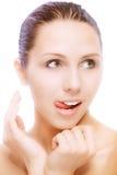 Schönes Mädchen leckt Lippen Lizenzfreie Stockfotos
