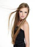 Schönes Mädchen mit dem langen Haar Stockbild