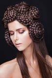 Schönes Mode-Modell mit einem kreativen Lizenzfreie Stockfotos