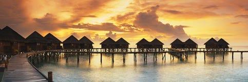 Schönes Panorama des tropischen Sonnenuntergangs Stockbilder
