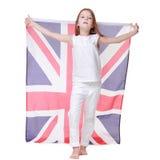 Schönes wenig gir, das BRITISCHE Flagge hält Stockfoto