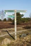 Schneverdingen Alemania - poste indicador en el brezo de Luneburg imágenes de archivo libres de regalías