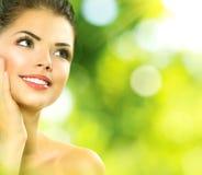Schönheits-Badekurort-Frau draußen Stockbilder