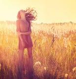 Schönheits-Mädchen im Freien Lizenzfreie Stockfotos