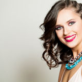 Schönheits-Mode glückliches vorbildliches Girl mit schönem Lächeln Stockbilder