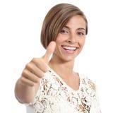 Schönheitsfrau mit perfektem Lächeln und den weißen Zähnen Daumen oben gestikulierend Stockfotos