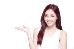 Schönheitsfrau mit reizend Lächeln Stockbilder