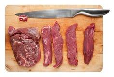 Schnitt der Scheiben des rohen Fleisches Lizenzfreies Stockfoto