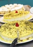 Schnitt des frischen Zitronen-Kuchens Stockfoto