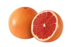 Schnitt und ganze Pampelmuse trägt auf weißem Hintergrund Früchte stockbild