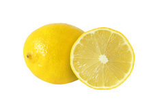 Schnitt und ganze Zitrone trägt auf weißem Hintergrund Früchte stockbild