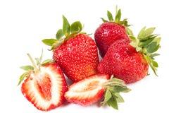 Schnitt und vollständige Erdbeere Lizenzfreie Stockfotos