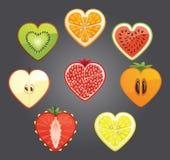 Schnitt von differend trägt, Beeren in einer Herzform Früchte Stockfotos