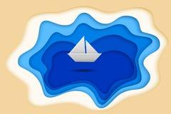 Schnittsee des blauen Papiers und Papierschiff lokalisiert auf weißem Hintergrund Auch im corel abgehobenen Betrag Stockfotografie