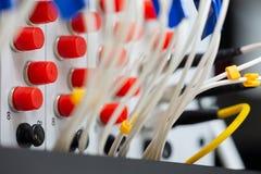Schnittstelle optischer Zusammenfassung Telekommunikation der Lochkartengeräte verwischte Bild für Gebrauch als Hintergrund stockfoto