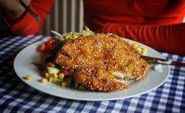 Schnitzel de salchicha de Francfort El escalope se prepara tradicionalmente con una rebanada fina de ternera fotos de archivo libres de regalías
