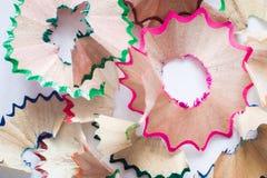 Schnitzel der farbigen Bleistifte Hintergrund Nahaufnahme Stockbilder