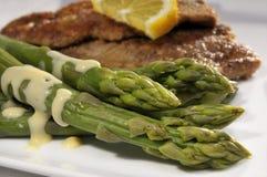 Schnitzel di salciccia e dell'asparago Fotografia Stock Libera da Diritti