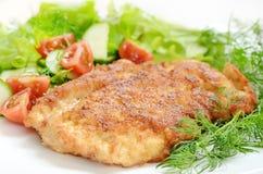 Schnitzel med grönsaker Royaltyfria Bilder