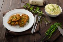 Schnitzel mit Kräutern, lizenzfreies stockbild