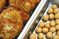 Schnitzel und Kartoffeln Stockfotos