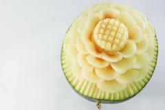 Schnitzen der gelben Wassermelone Stockfotografie
