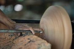 Schnitzen der Kokosnuss Lizenzfreies Stockfoto