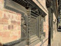 Schnitzen des Fensters in Nepal Lizenzfreies Stockbild